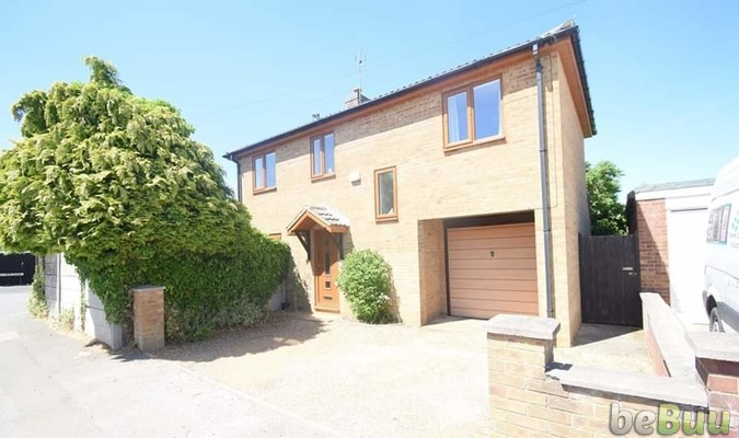 FOR SALE. A modern detached family home in Desborough. £237, Northamptonshire, England